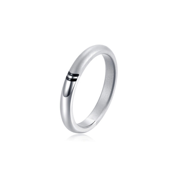 Slim ring in 316L shiny stainless steel with enamel details in deep black color.